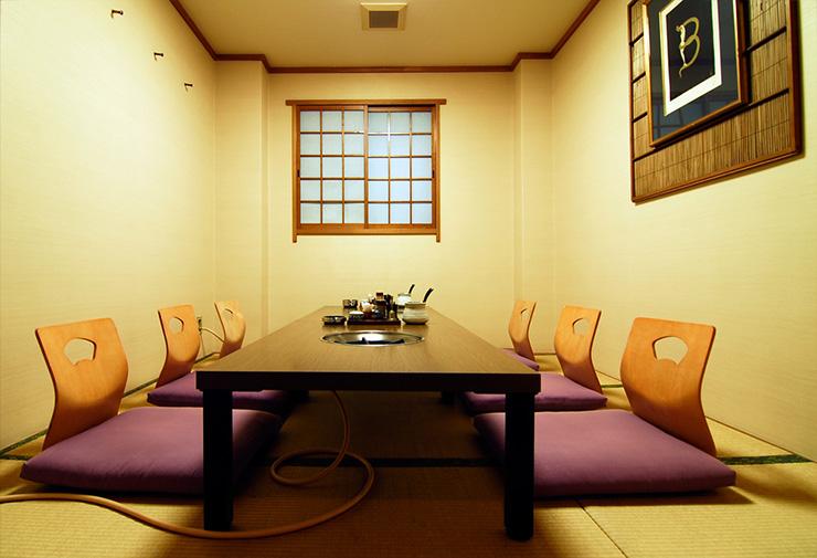 最大8名様までご利用可能な2階の完全個室。