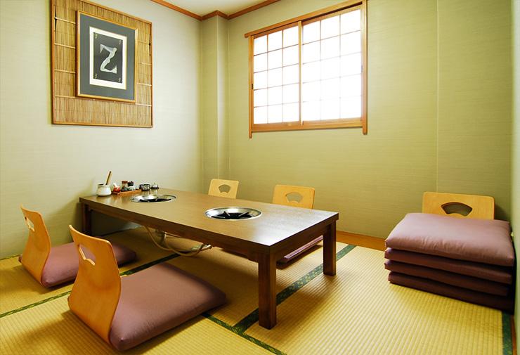 最大6名様までご利用可能な2階の完全個室。